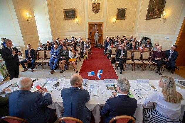 Setkání Sdružení obcí Hlučínska, 17.dubna 2019vKravařích. Na snímku účastníci setkání obcí.