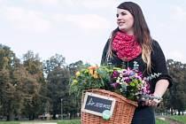 Floristky se na rozvozech střídají. Tady je ve službě Jana Zupková.