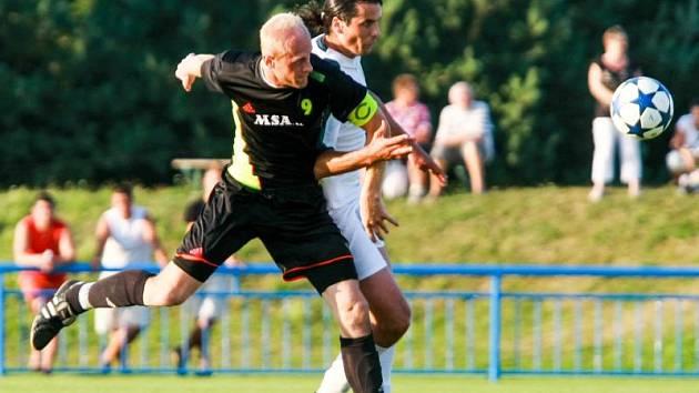 Michal Juchelka (v černém)