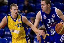 Petr Strnisko (ve žlutém)