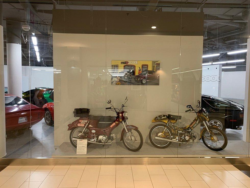 V Obchodním centru Breda&Weinstein se návštěvníci mohou kochat řadou jedinečných auto-moto unikátů.