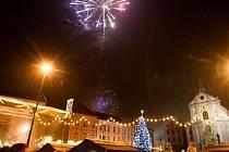 Rozsvícení vánočního stromu na Dolním náměstí a následnému ohňostroji přihlížely tisíce lidí.