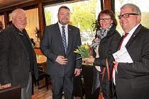 Náměstek opavského primátora Martin Víteček (druhý zleva) ve společnosti místostarosty města Bamberg Wolfganga Metznera (vpravo) a vedoucí Městské rady a Úřadu města Bamberg Brigitte Riegelbauer.
