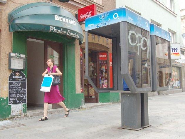 Telefonní budky jsou na Opavsku po většinu času prázdné. Volá se z nich jen ojediněle.