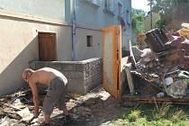 Ve Vítkově probíhal úklid ve dvou městských domech.
