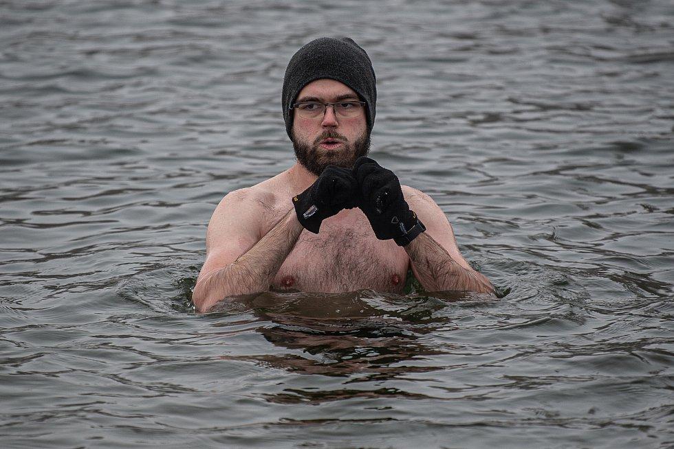 Otužilci u Stříbrného jezera, 7. února 2021 v Opavě.