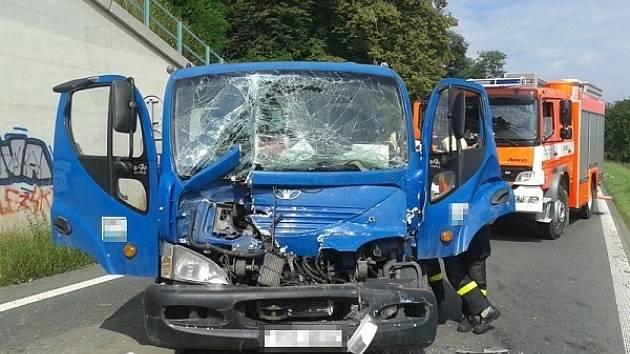 Vážná autonehoda se odehrála ve středu kolem deváté ráno na silnici mezi Kozmicemi a Hlučínem.