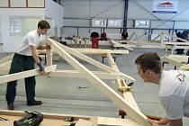 Žáci ze Středního odborného učiliště stavebního obsadili v regionálním kole soutěže Učeň tesař roku 2015 druhé místo a postoupili do celostátního kola.