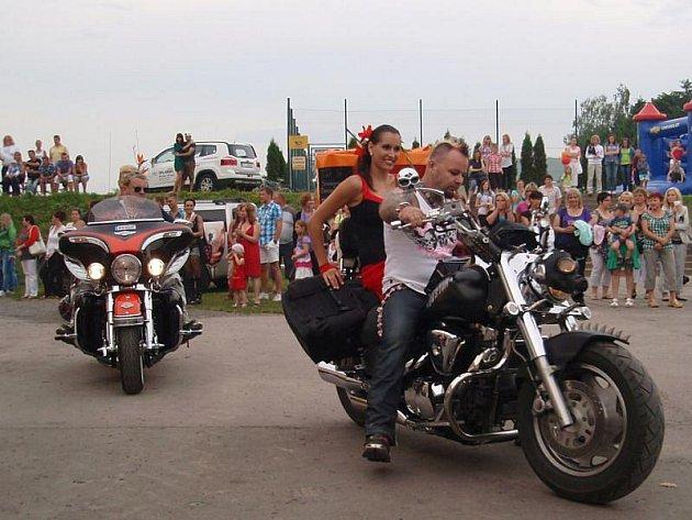 Motorkáře mohli na Žanetino pozvání vidět Štěpánkovičtí už při příležitosti dne obce letos v červnu.