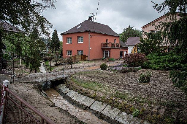 Obyvatelé Šilheřovic odklízeli následky lokálních povodní, 14.května 2021.