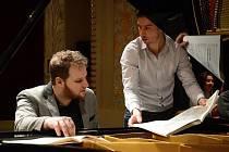 Ve čtvrtek večer Lukáš Vondráček koncertoval před beznadějně vyprodaným hledištěm Slezského divadla.