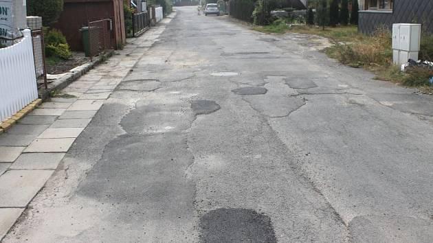 Po desetiletích, kdy si obyvatelé několika ulic v Kylešovicích stěžovali na jejich špatný stav, se na jaře příštího roku dočkají oprav.