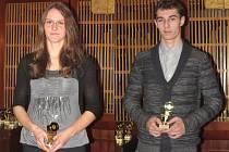 Vlevo: Půlkařka Vendula Hluchá na své trati loni zaběhla absolutní opavský rekord. Vpravo: K nejlépe vyhodnoceným atletům opavského Sokola se zařadil také nadějný dálkař Jakub Rusek.
