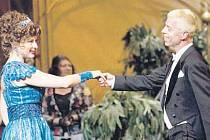 V ostravském provedení muzikálu Hello, Dolly účinkuje kromě Zdenky Mervové další Opavan, stepařský mistr Mirek Spáčil.