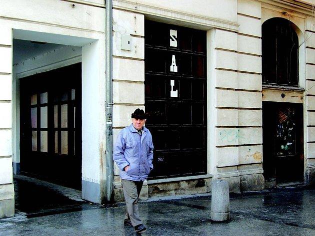 Prodej domu. Dům na Horním náměstí ukrývá v nebytových prostorech problematického nájemníka.