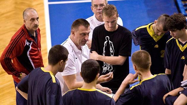 David Klapetek (uprostřed v bílém)