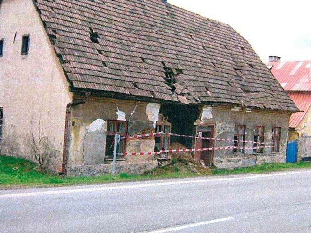 Jedna z budov ve Dvorcích, která byla před nedávnem zdemolována.