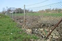 Nelegálně odložený odpad na katastru Žimrovic.