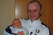 """Marek Anděl se narodil 2. prosince, vážil 4,42 kg a měřil 51 cm. """"Je to naše první miminko, přejeme mu hodně štěstí, zdraví a lásky,"""" řekli rodiče Lucie Filipová a Marek Anděl z Opavy."""