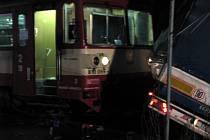 Středeční dopravní nehoda na železničním přejezdu u Otic.