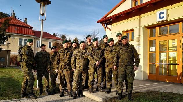 Vojáci opavského 53. pluku průzkumu a elektronického boje před nedávnem navštívili Hematologicko-transfuzní oddělení Slezské nemocnice v Opavě.
