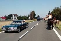 Hubertovu jízdu si nenechalo ujít téměř sedmdesát jezdů na koních. Na silnici se vydalo také dvanáct bryček.