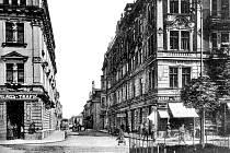 Takový pohled do Pekařské ulice byl na začátku 20. století k vidění z Horního náměstí.