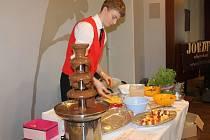 Tolik čokolády na jednom místě a v jeden čas, to se jen tak nevidí. Není proto divu, že si takzvaný Čokofest, který se od uplynulého pátku do neděle konal v Obecním domě v Opavě, nenechaly ujít stovky a stovky návštěvníků.