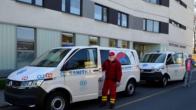 Nové sanitky Slezská nemocnice vOpavě. Vedení nemocnice zvažuje, že na podzim pořídí další vozidlo.
