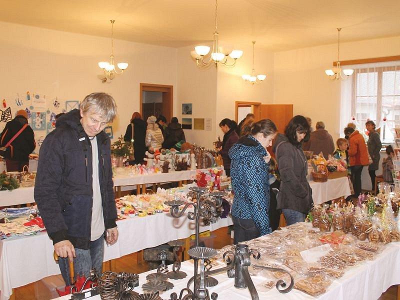 Výstava přilákala mnoho návštěvníků z Opavska. K vidění byly také rudělné výroků žáků mateřské a základní školy.