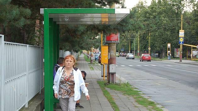 Zastřešená zastávka na Olomoucké ulici. Ilustrační foto.
