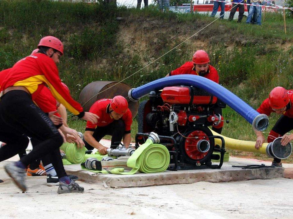 Sportovní hasiči z Neplachovic i přes zaváhání na koši předvedli v Mladecku nejrychlejší útok a upevnili si i celkové vedení.
