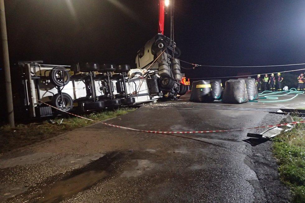 Likvidace následků havárie vlaku s kamionem u Otic.