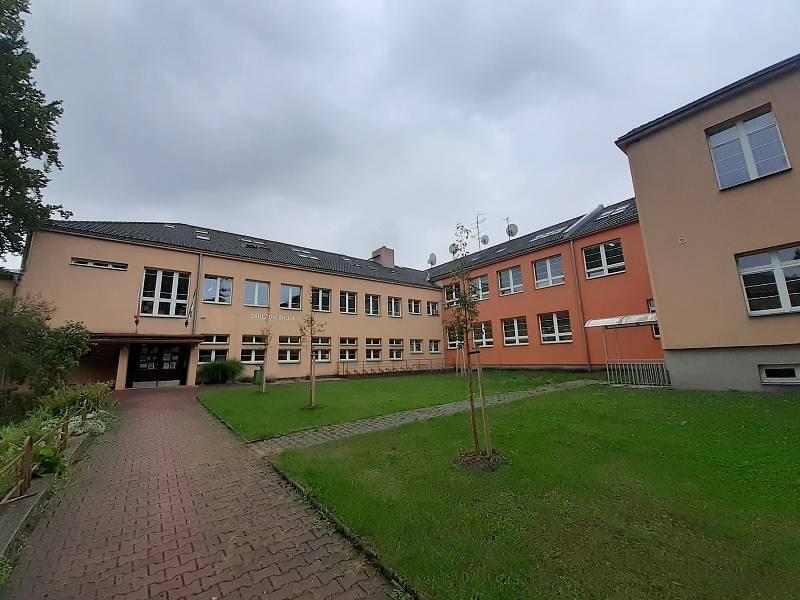 Základní škola v Háji v Slezsku.