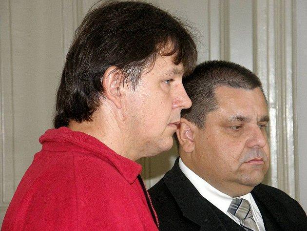 Lukáš Pleva (v popředí) přiznal včera před opavským soudem, že havárii sanitky zavinil.