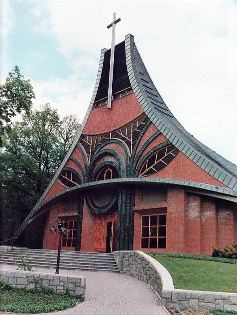 Stavbu kostela podpořili také lidé ze zahraničí.