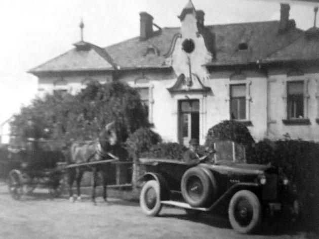Vroce 1919přikoupili Mořic a Hermína Altschulovi pro svou dceru Grétu vilu vKateřinkách na adrese UCukrovaru 2.
