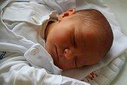"""Tadeáš Richter se narodil 15. května, vážil 2,86 kilogramu a měřil 47 centimetrů. """"Je to naše první miminko, přejeme mu hlavně zdraví,"""" řekli rodiče Tereza a Pavel z Vítkova."""
