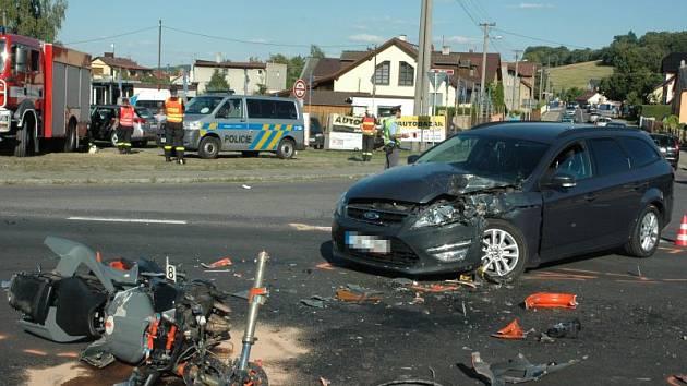 Střet motocyklu a automobilu si vyžádal dva zraněné. Vážná dopravní nehoda se odehrála v neděli krátce před šestnáctou hodinou v blízkosti Branky u Opavy.