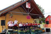 Oslavy zahájila slovácká dechovka Mistříňanka.