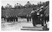 Fotografie ze slavnosti na stadionu v Opavě 1. května 1939.