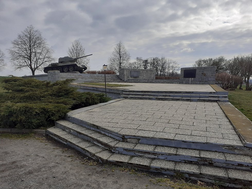 Památník k osvobození obce.