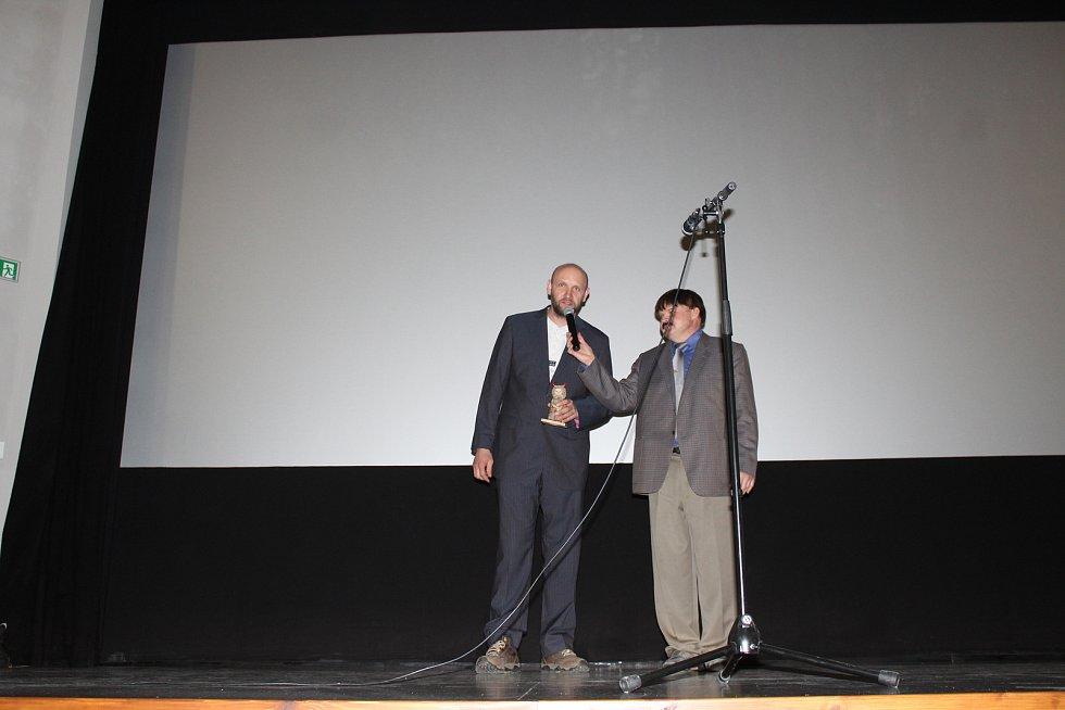 Provoz znovuotevřeného vítkovského kina zahájila česká komedie.