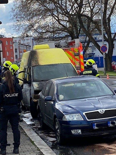 Požár automobilu v Nákladní ulici v Opavě, 7. května 2021.