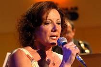 Letošní program ostravského festivalu world music doplní také populární česká zpěvačka Marie Rottrová.