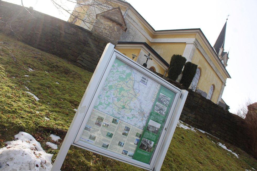U kostela Narození sv. Jana Křtitele.