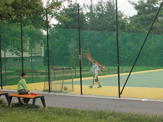 Mezi veřejná hřiště v Opavě patří také to v Kateřinkách.