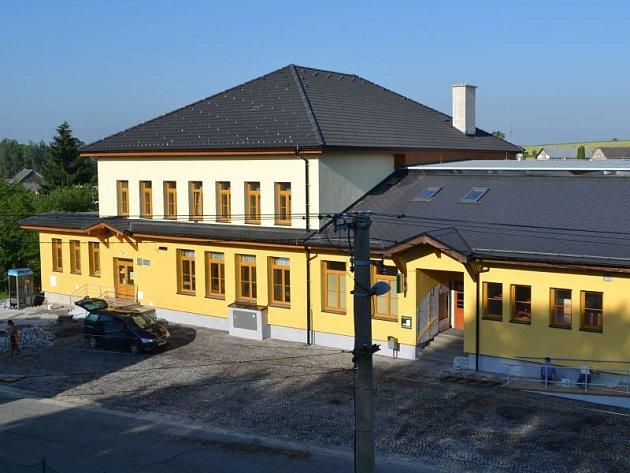 Větřkovický kulturní dům i přilehlý obecní úřad už potřebovaly rekonstrukci jako sůl. Vždyť poslední větší opravou prošly už téměř před půl stoletím.