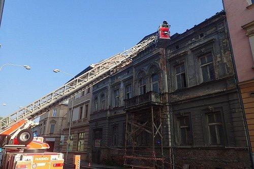 Zásah hasičů po bouřce v Opavě.