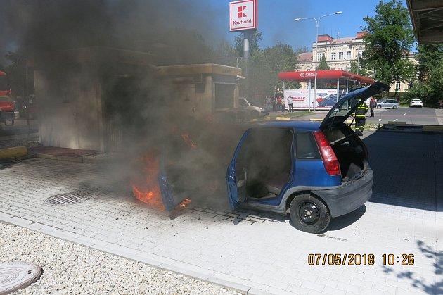Požár osobního vozu v Opavě.